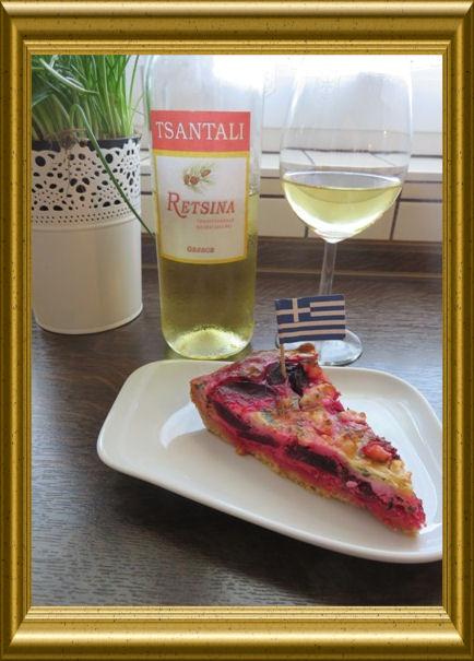 Rote-Beete-Tarte nach griechischer Art dazu Retsina Wein und Mango-Feldsalat