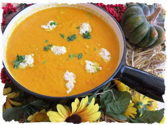 Kürbis - Karotten Suppe mit Klösschen (1)