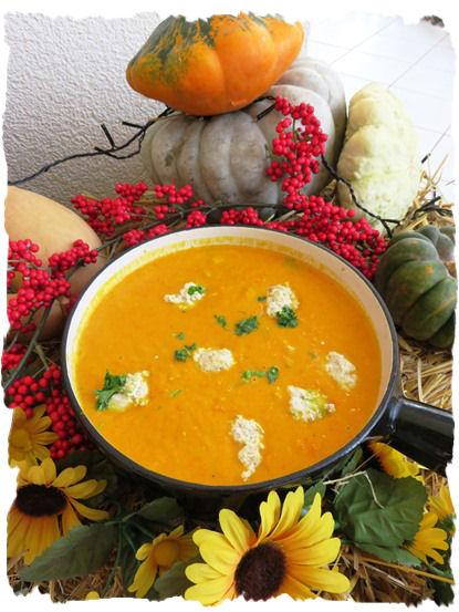 Kürbis Karotten Suppe mit Klösschen (6)