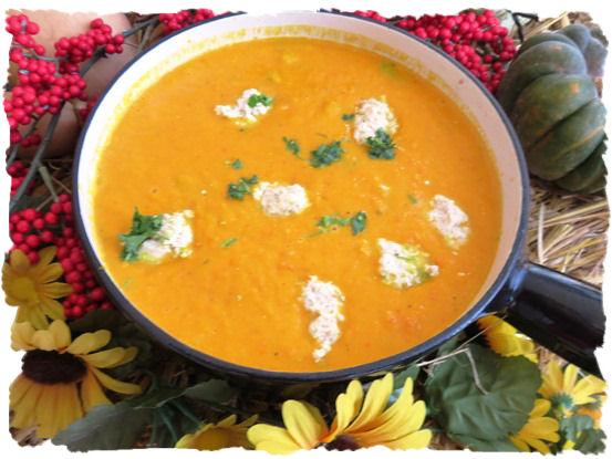 Kürbis Karotten Suppe mit Klösschen (7)