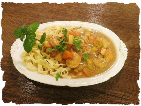 Mango-Papaya-Shrimps Sauce zu Bandnudeln