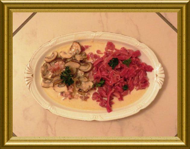 Rote Tagiatelle zu Pancetta-Pilz-Sauce aus der Taraland Lehrküche