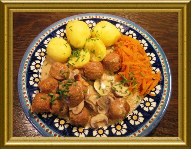 Köttbullar mit Champignonrahmsauce aus der Taraland Lehrküche