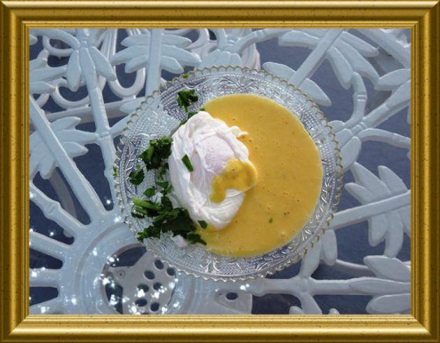 Sauce Hollandaise mit pochiertem Ei ais der Taraland Lehrküche