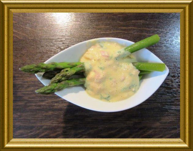 Sauce Hollandaise mit grünem Spargel aus der Taraland Lehrküche