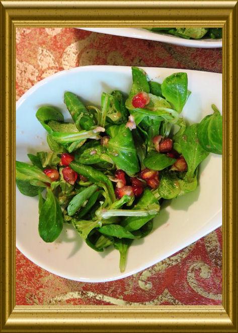 Feldsalat mit Granatapfelkernen aus der Taraland Lehrküche