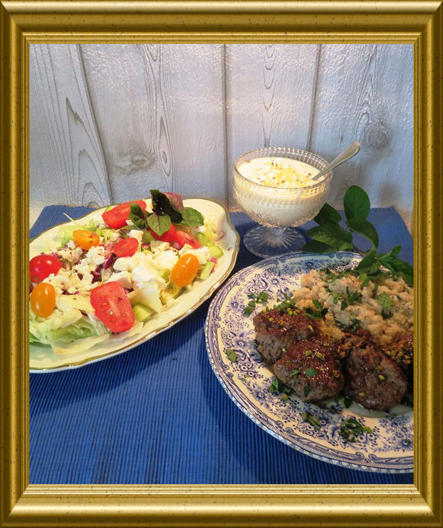 Lammköfte mit MinzCousCous zu griechischem Salat aus der Taraland Lehrküche