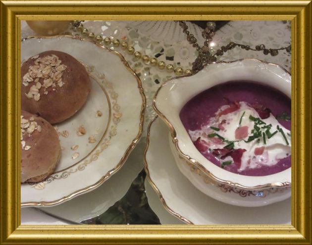 Rotkohlcrémesuppe mit Knusperschinken aus der Taraland Lehrküche