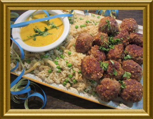 Fleischbällchen in Currysauce mit Gemüsereis aus der Taraland Lehrküche