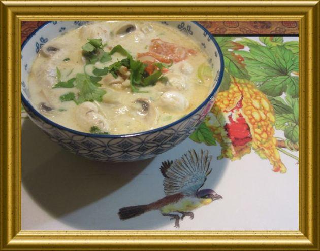 Asiatische-Geflügel-Kokos-Suppe aus der Taraland Lehrküche